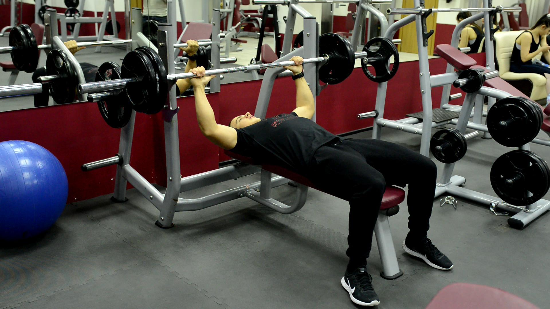 Изтласкване от тилен лег / Barbell Bench press / 4x7-8